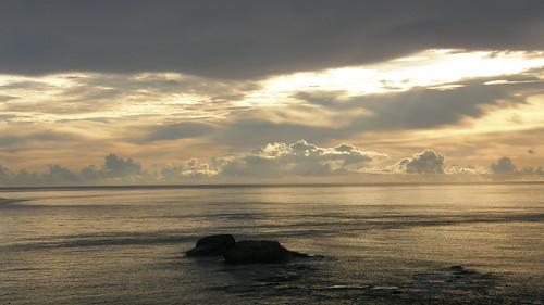 64.陽光染黃了整個海面 (1)