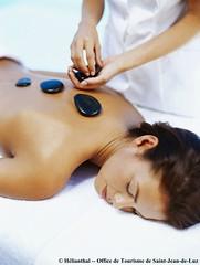 Massage Pierre Chaudes © Hélianthal - Office d...
