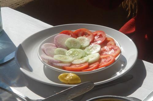 當天午餐1-1_蔬菜Sala洋蔥大黃瓜蕃茄