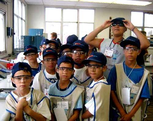 Crianças do Arte Cidadania visitam a Shell