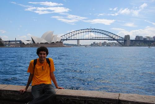 Posando ante la Opera House y el Harbour Bridge
