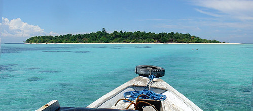 On the way to the tiny island of Sangalaki, hosting a few bungalws and an exclusive dive resort
