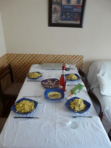 La mesa esperándonos
