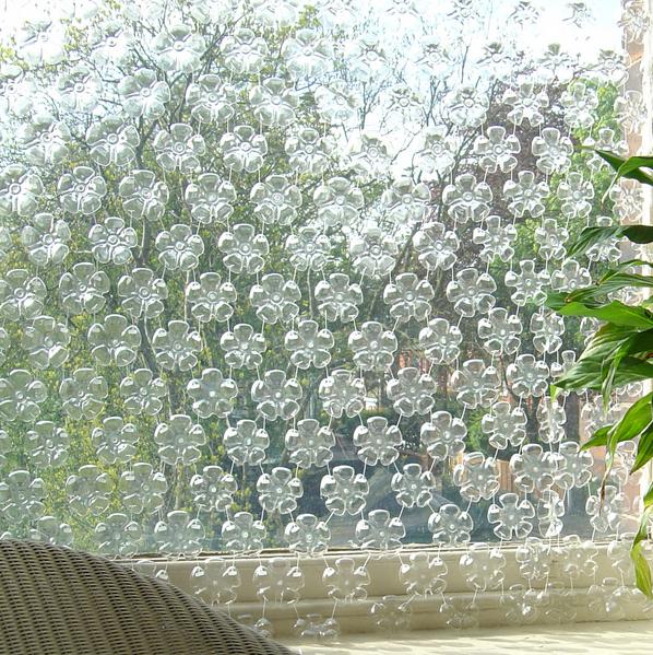 Michelle Brand - Flowerfall - É uma cortina ou divisor de ambientes ou mesmo para ser utilizado como decoração à sua escolha.