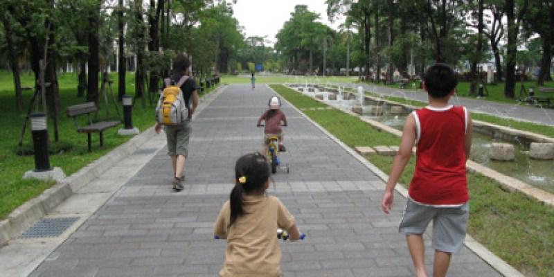 和哥哥出去玩:高雄公園、旗津砲台(4 ys)