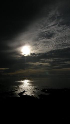 72.太陽露面將陽光灑上海面 (8)