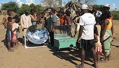fours solaires et un parabole aux villageois de Bekonazy
