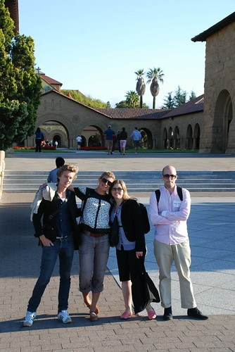 Johan, Cecilia, Miriam och Björn utanför Stanford