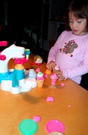 Product Review: Play-Doh Magic Swirl Ice Cream Shoppe