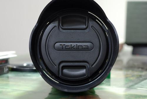 Tokina 的蓋子也是可以從裡面打開的,話說這個字樣磨得相當厲害