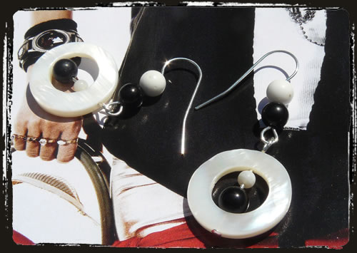 Orecchini bianco nero - Black and white handmade earrings MEHGMBN