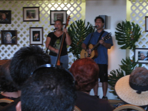 Lihau Hannahs performs