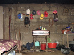 Muchas gorras, poco espacio