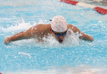 08分齡白鷺唐皓東於18-24歲組200蝶奪冠