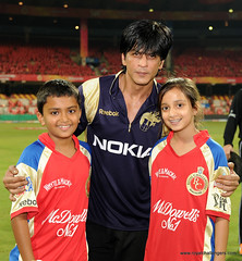 Shahrukh Khan with children of Mr. Sanjay Agarwal