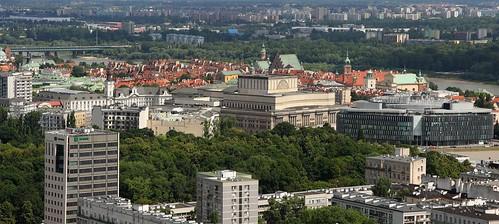 Tras los edificio feos esta el Stare Miasto (Ciudad vieja)