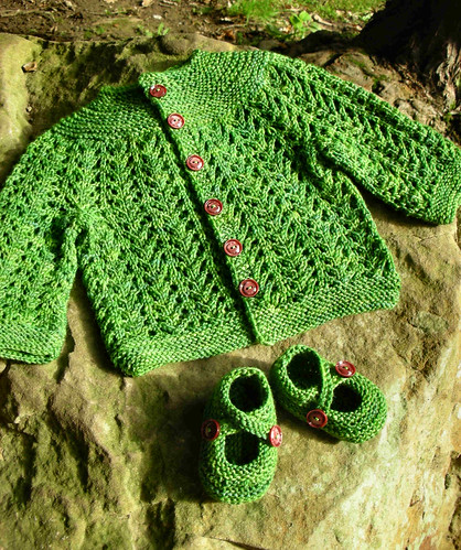 Gull stitch baby sweater and booties