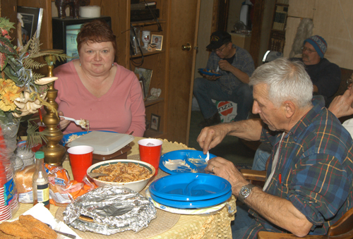 DSC_0228ABC-Faith&Fritz eat