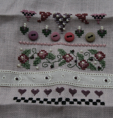 Folk Heart Needle Roll