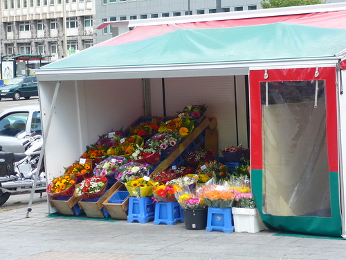 The flower stand at Schuman, a classic meeting-point