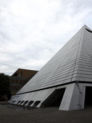 ピラミッド校舎 2