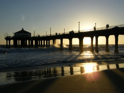 Huntington Beach Municipal Pier by Jyle Dupuis