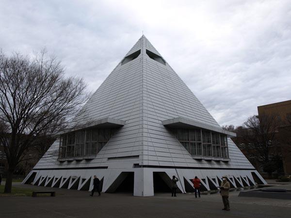 ピラミッド校舎 1