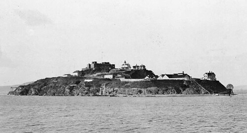 Alcatraz_Island_Wilson_OnlineMedia_04_fort_and_lighthouse
