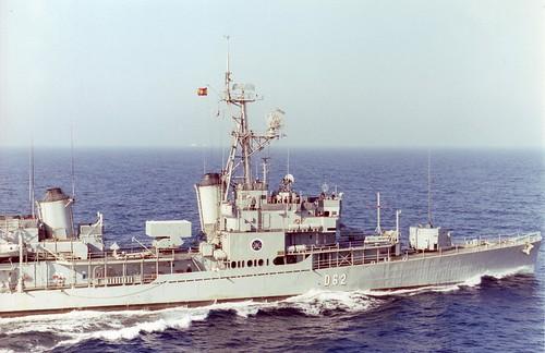 El destructor 'Gravina' (former USS Furse DD-882)