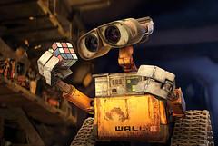 Wall-e e o cubo - CLIQUE PARA AMPLIAR