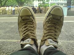 sepatuku . LOH !