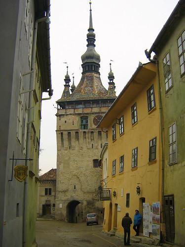 Torre del Reloj en la ciudad medieval de Sighisoara, en Rumanía