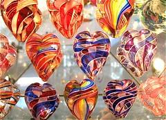 Viele Herzen aus Glas