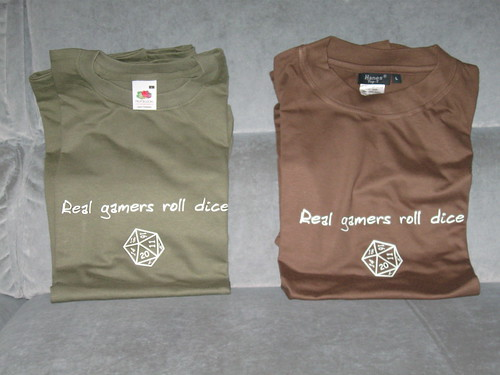 T-shirt Real gamers roll dice
