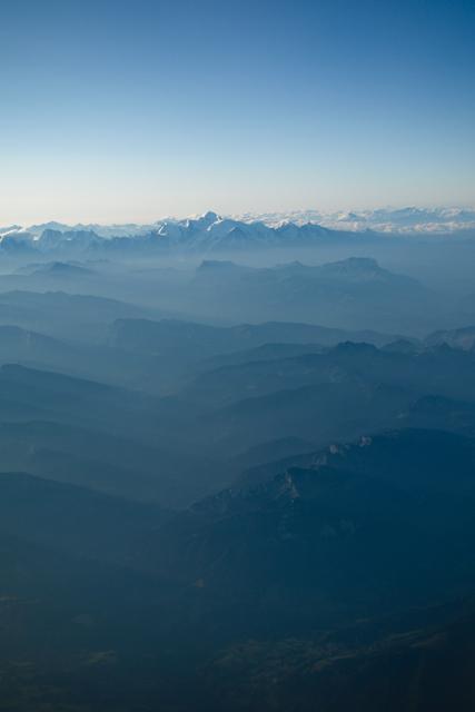 Alpii văzuți din avion
