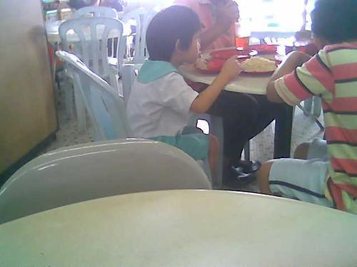 Eating kampua in Sibu