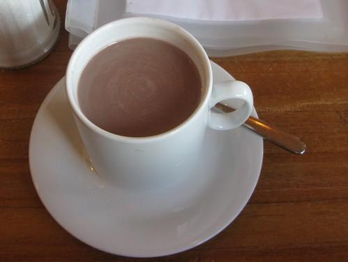 Kakao mit Schuss im Strandlokal Weiße Düne