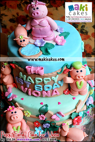 Piggy Family Cake for Viona - Maki Cakes