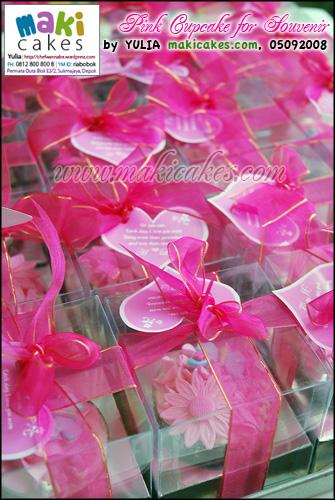 Pink Cupcake for Souvenir - Maki Cakes
