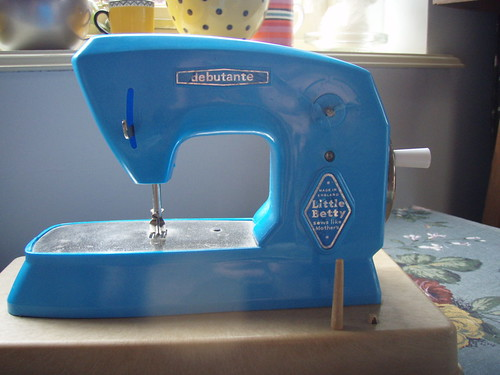 little betty sewing machine - 5.jpg