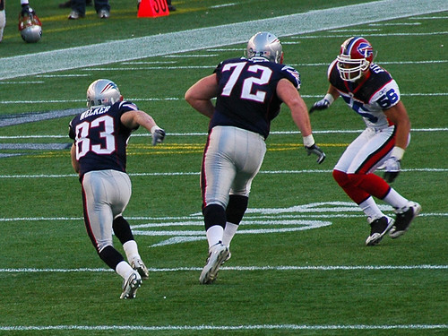 Matt Light blocks for Wes Welker
