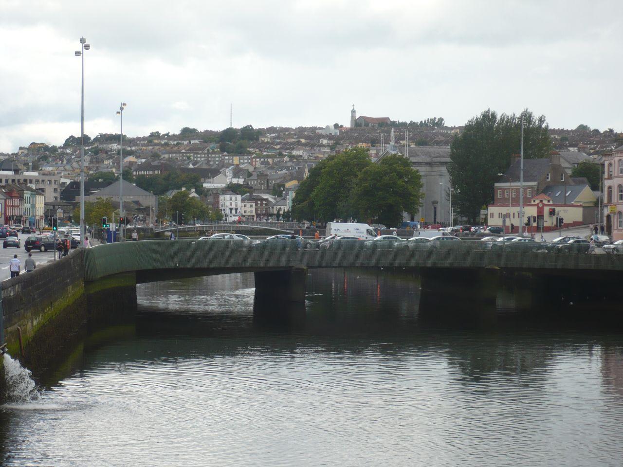 el puente paralelo a la derecha