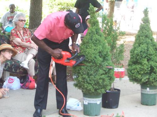 Pearl Fryar Topiary Demonstration 23