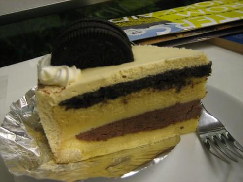 โ�รีโ� ชีสเค้ก เราว่า�ันนี้ไม่ผ่านมาก เลี่ยนๆแข็งๆประหลาดๆ ไม่แนะนำ�ย่างแรง