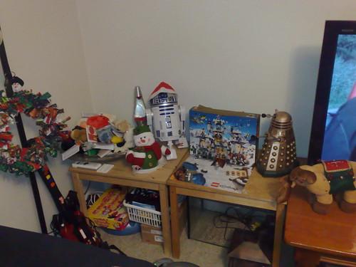 The Dalek is jealous of R2's hat
