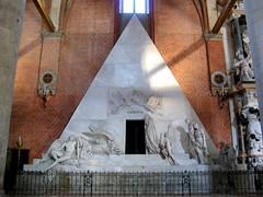 Inside Santa Maria Gloriosa dei Frari