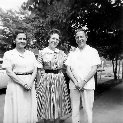 Aunt Kathryn, Mom, and Uncle Laurence2.jpg