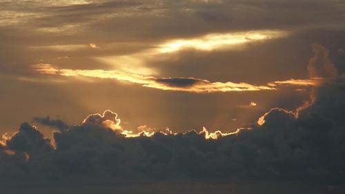 27.陽光從雲的間隙丧??下 (1)