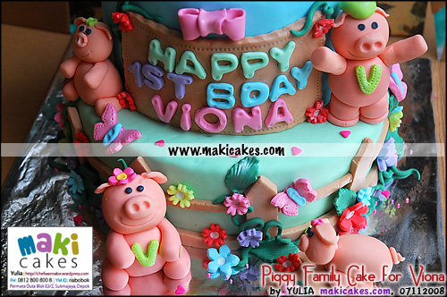 Piggy Family Cake for Viona_ - Maki Cakes