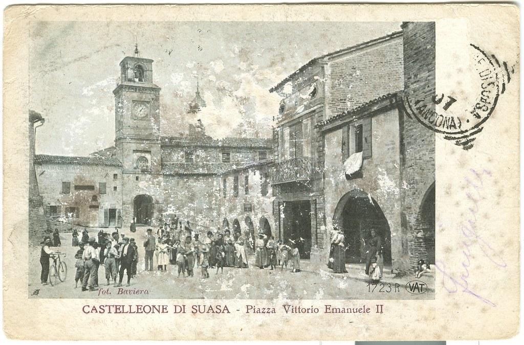 Piazza Vittorio Emanuele II a Castelleone di Suasa. Fine XIX/inizio XX secolo